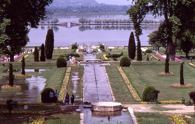Vale of Kashmir, India, 1982 (10).jpg