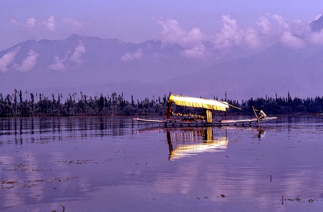 Vale of Kashmir, India, 1982 (15).jpg