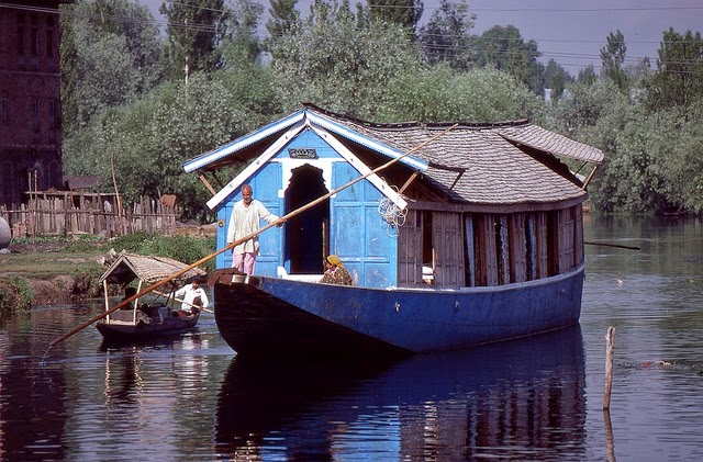 Vale of Kashmir, India, 1982 (16).jpg