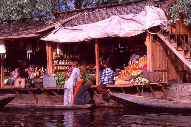 Vale of Kashmir, India, 1982 (22).jpg