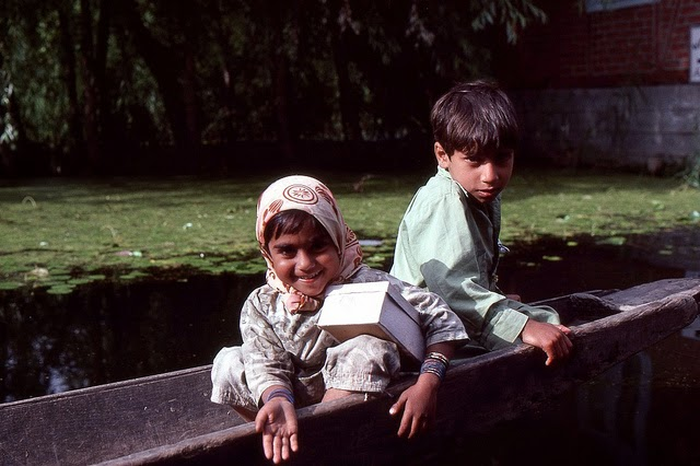 Vale of Kashmir, India, 1982 (23).jpg