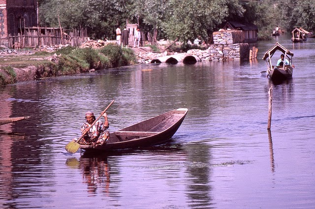 Vale of Kashmir, India, 1982 (3).jpg