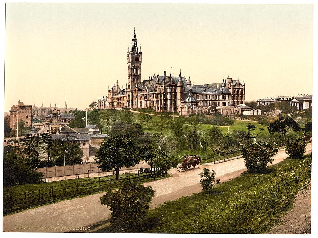 1. A Glasgow University a Kelvinsgrove Parkból nézve.jpg