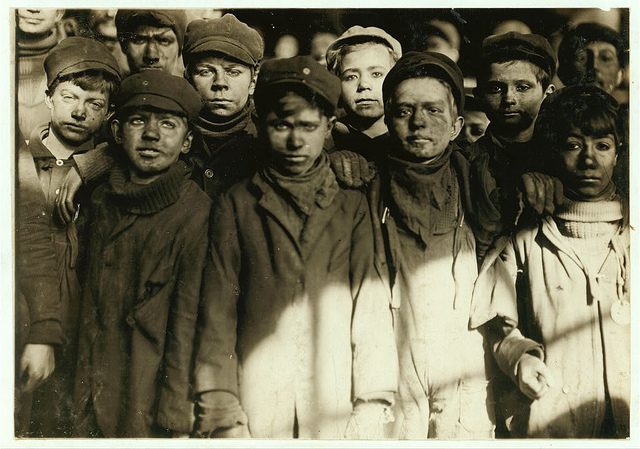 Old Photos of Child Labor between 1908 and 1924 (25).jpg