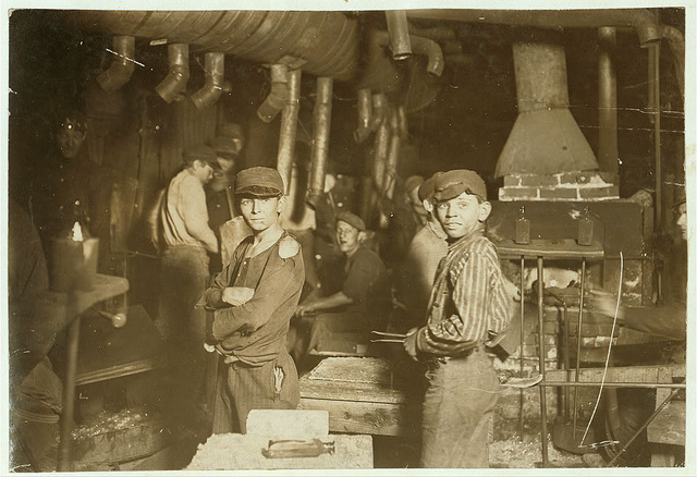 Old Photos of Child Labor between 1908 and 1924 (4).jpg