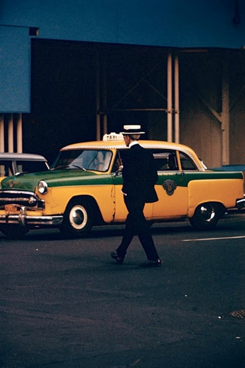 Daily Life in the 1950's by Saul Leiter (10).jpg