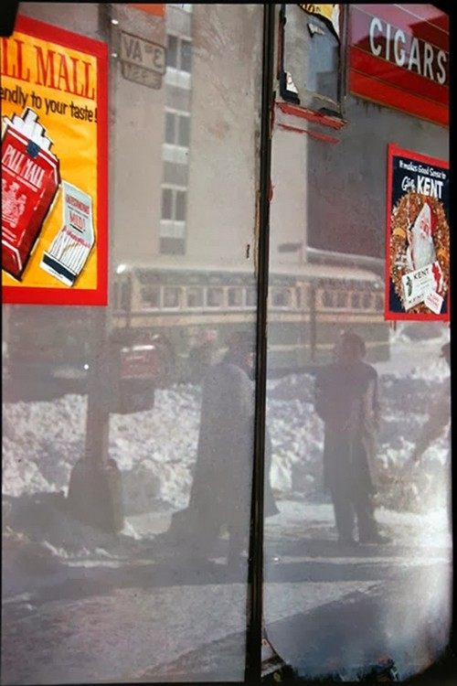 Daily Life in the 1950's by Saul Leiter (2).jpg