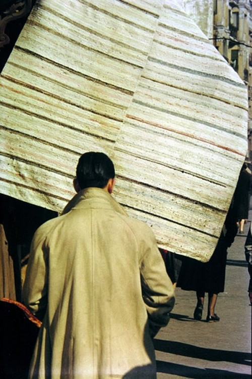 Daily Life in the 1950's by Saul Leiter (7).jpg