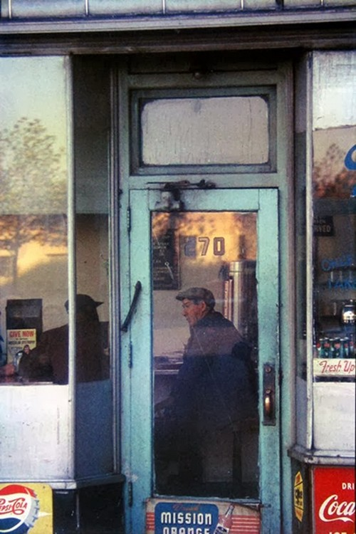 Daily Life in the 1950's by Saul Leiter (9).jpg