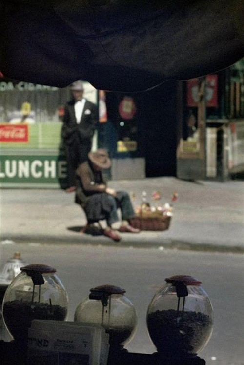 Saul Leiter's 1950s New York in colours (14).jpg