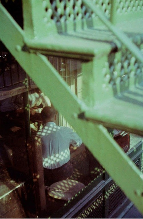 Saul Leiter's 1950s New York in colours (6).jpg