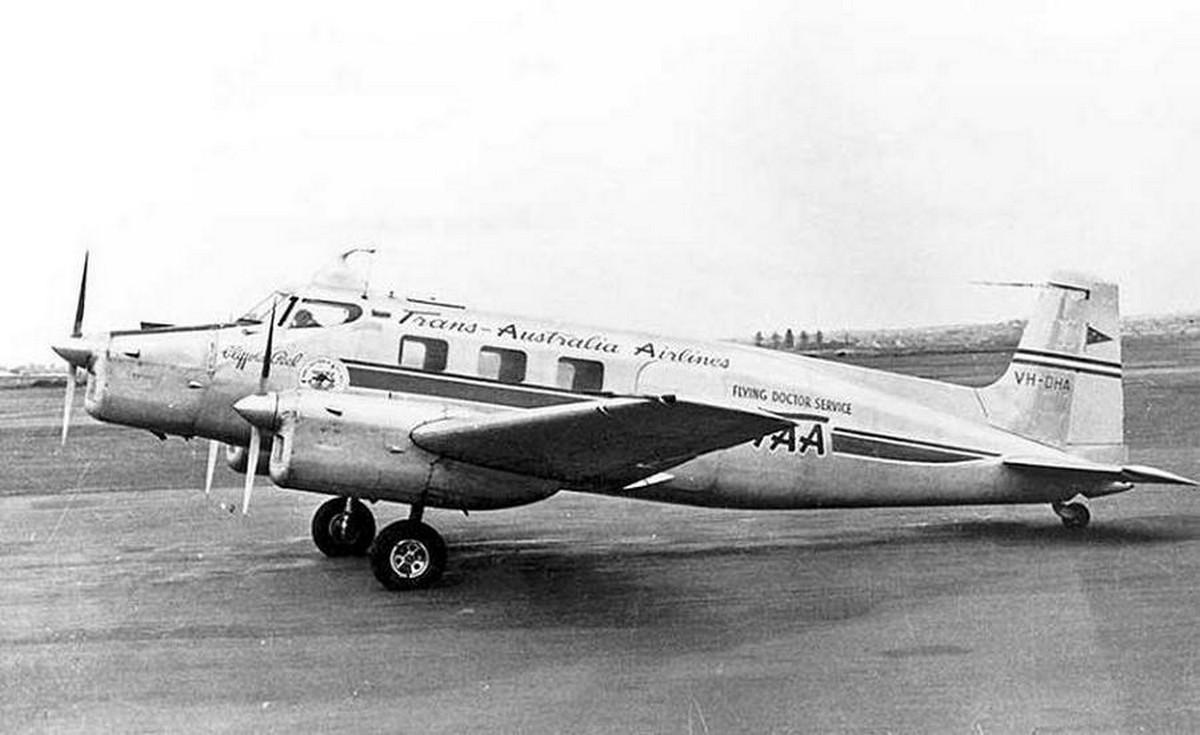 1952. Az egyik legfurcsább vízreszállás Ausztrália és Új-Zéland között a Bismarck-tengeren történt, ahová ez az ausztrál de Havilland szállt le. A propeller meghibásodása közben a belőle lerepülő darabka betörte a pilótafülke ablakát és megsebesítette a pilótát a fején. Az eszméletlen pilóta helyett egy utas tette a vízre a gépet. Mindenki megmenekült.