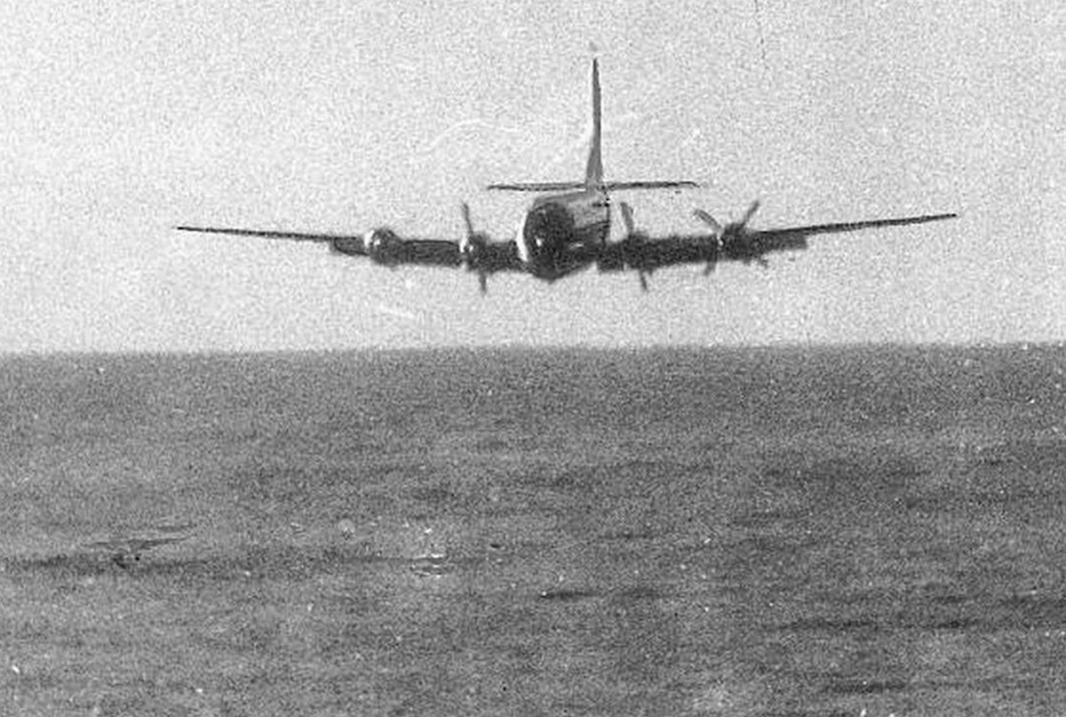 1956. A PanAm Flight 6 járata Hawaiitól mintegy 500 kilométerre, két motor leállása miatti magasságvesztés miatt kísérelt meg kényszerleszállást.