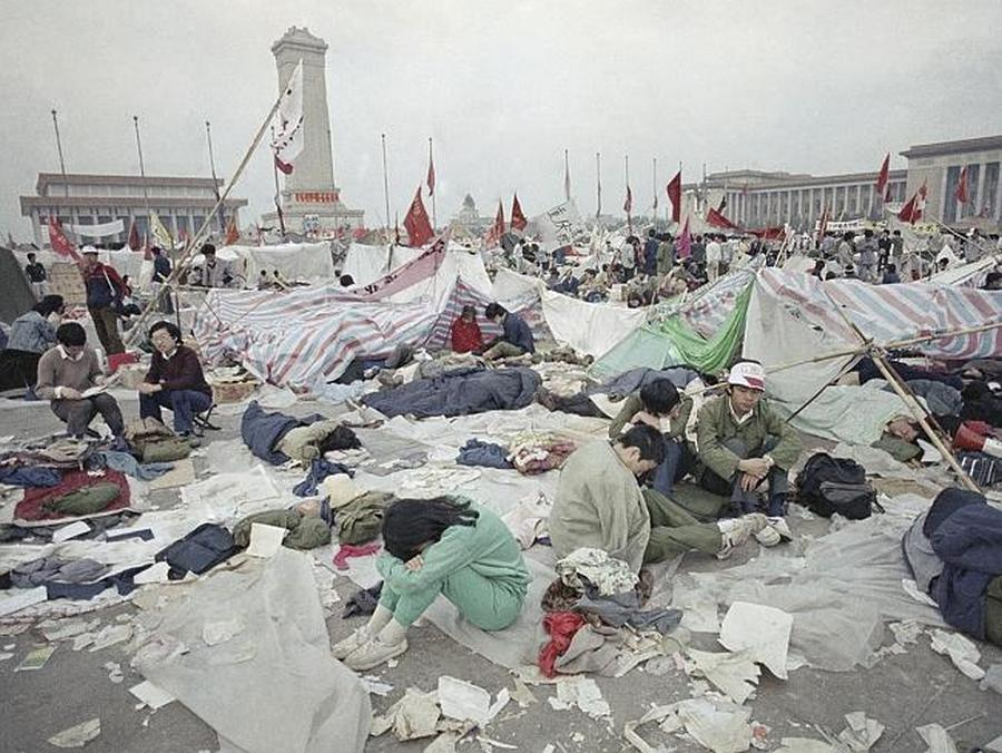 Students_in_Tiananmen[1].jpg