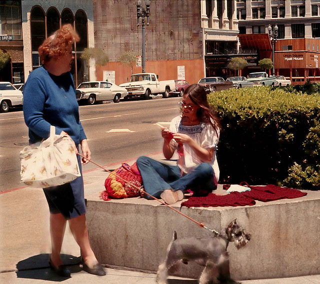 Street Life of Americans in The 1970s (1).jpg