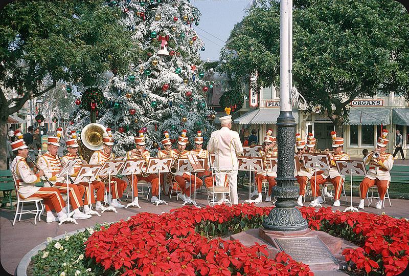 1963. Disneyland.jpg