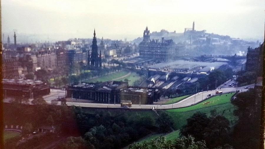Streets of Edinburgh, Scotland in Color in the 1950s (10).jpg