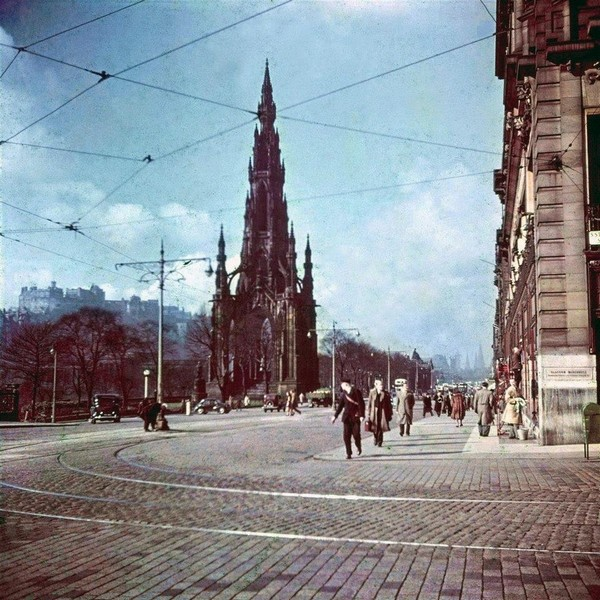 Streets of Edinburgh, Scotland in Color in the 1950s (13).jpg