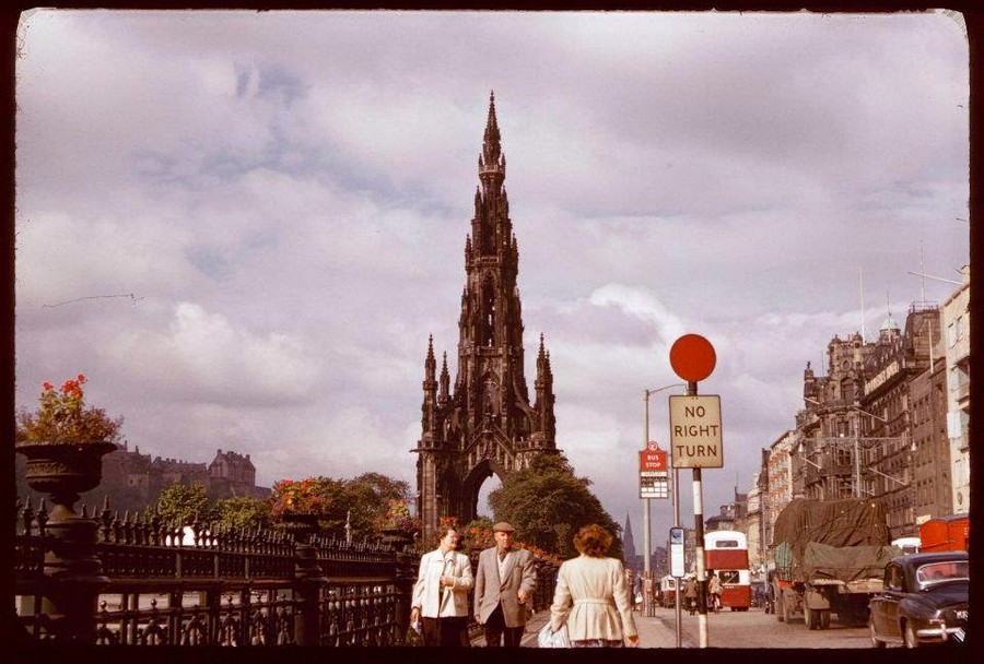 Streets of Edinburgh, Scotland in Color in the 1950s (19).jpg