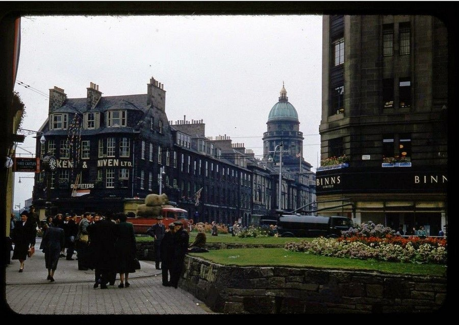 Streets of Edinburgh, Scotland in Color in the 1950s (6).jpg