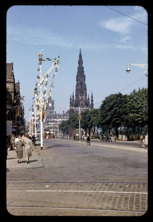 Streets of Edinburgh, Scotland in Color in the 1950s (7).jpg