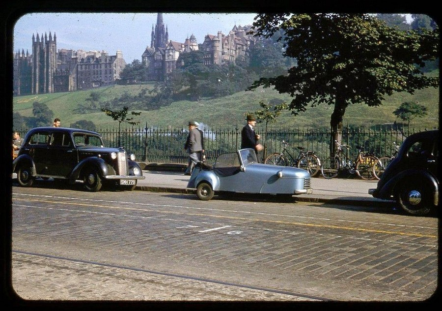 Streets of Edinburgh, Scotland in Color in the 1950s (8).jpg