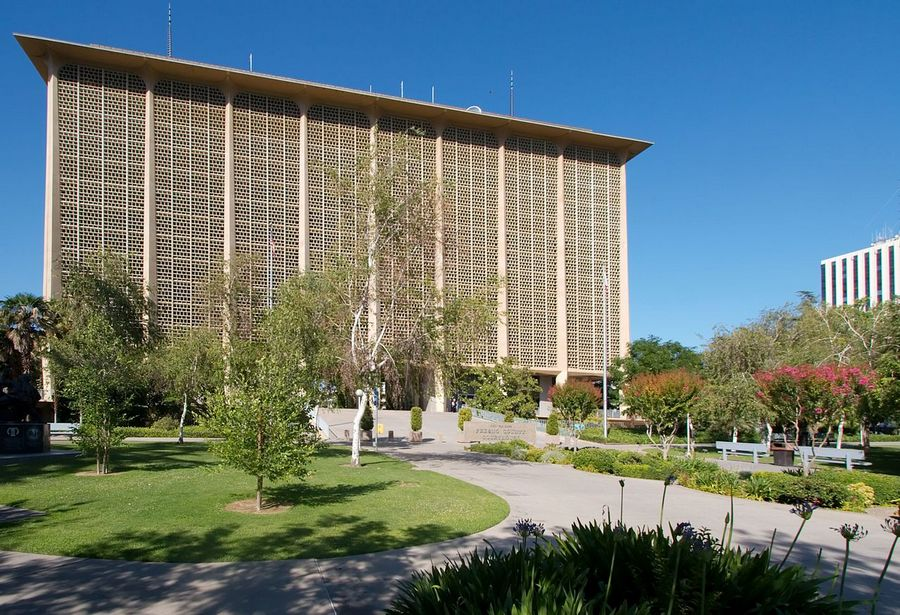 1280px-Fresno_county_courthouse.jpg