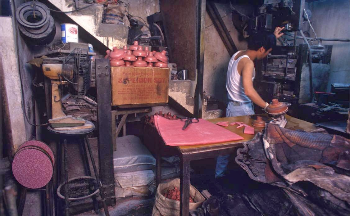 Kowloon Walled City, Hong Kong in the 1980s (3).jpg
