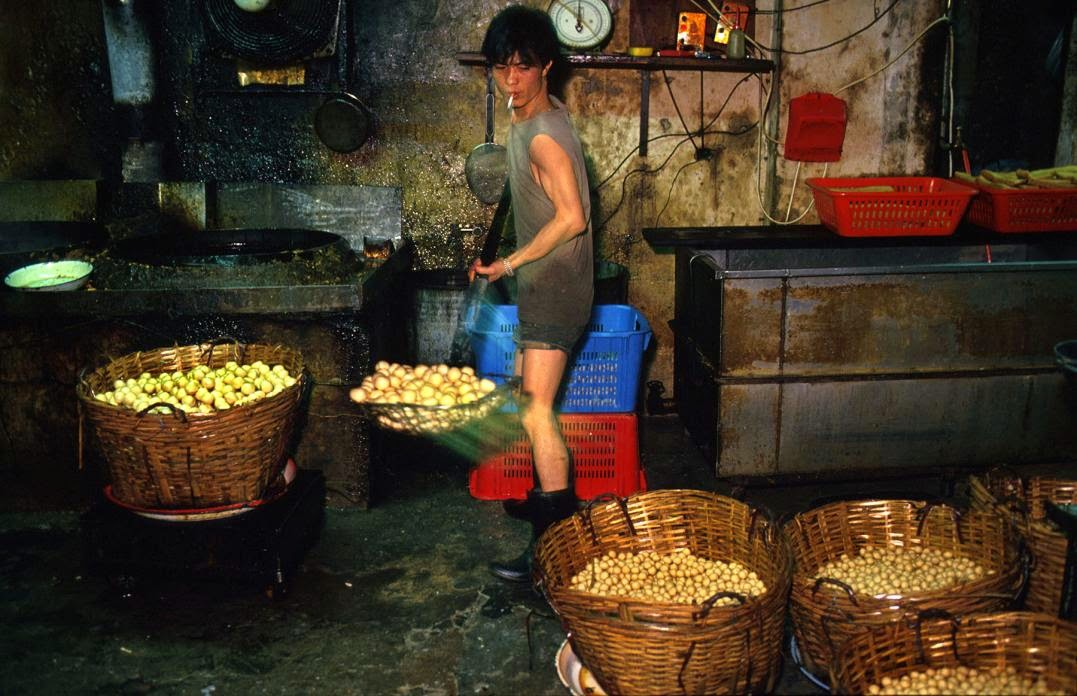 Kowloon Walled City, Hong Kong in the 1980s (5).jpg