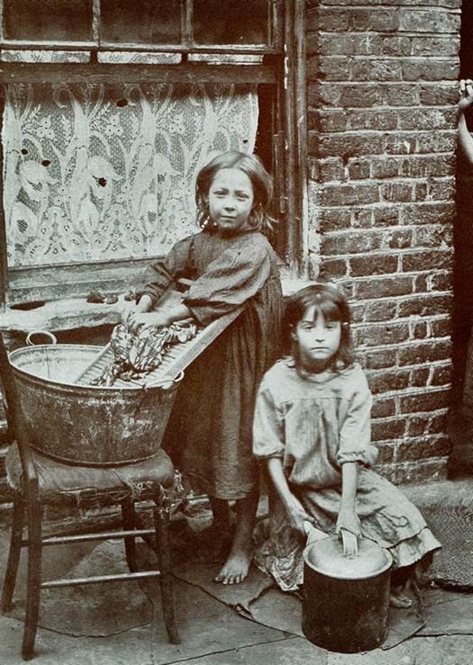 london_street_children_1900s_1.jpg