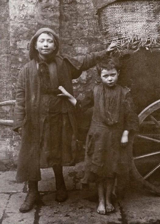 london_street_children_1900s_14.jpg