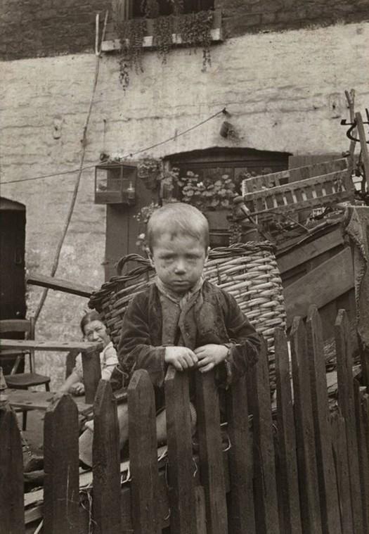 london_street_children_1900s_18.jpg