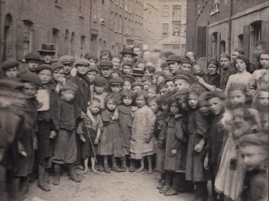 london_street_children_1900s_19.jpg