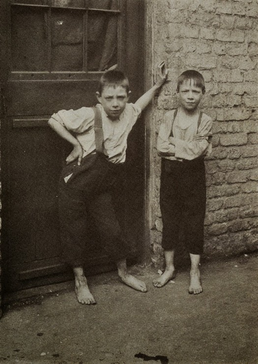 london_street_children_1900s_25.jpg