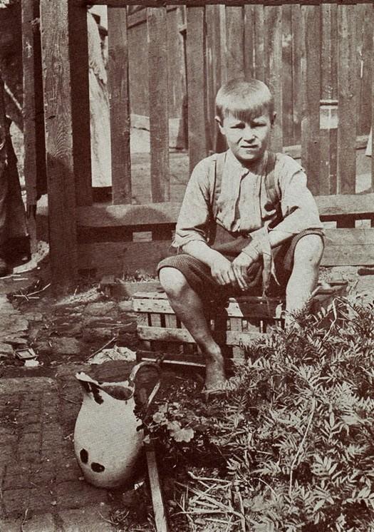 london_street_children_1900s_3.jpg