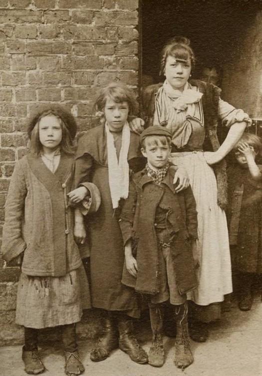 london_street_children_1900s_30.jpg