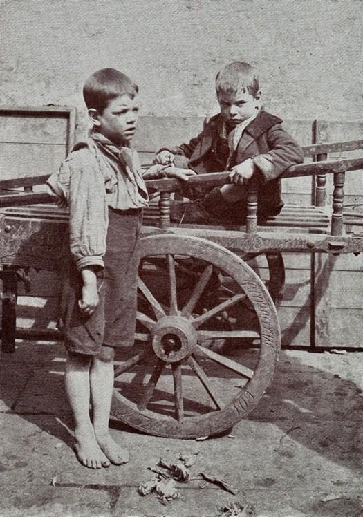 london_street_children_1900s_4.jpg