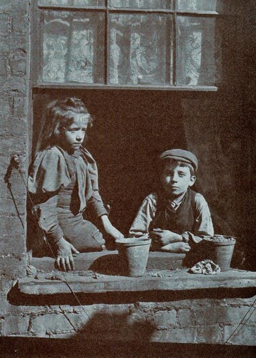 london_street_children_1900s_6.jpg