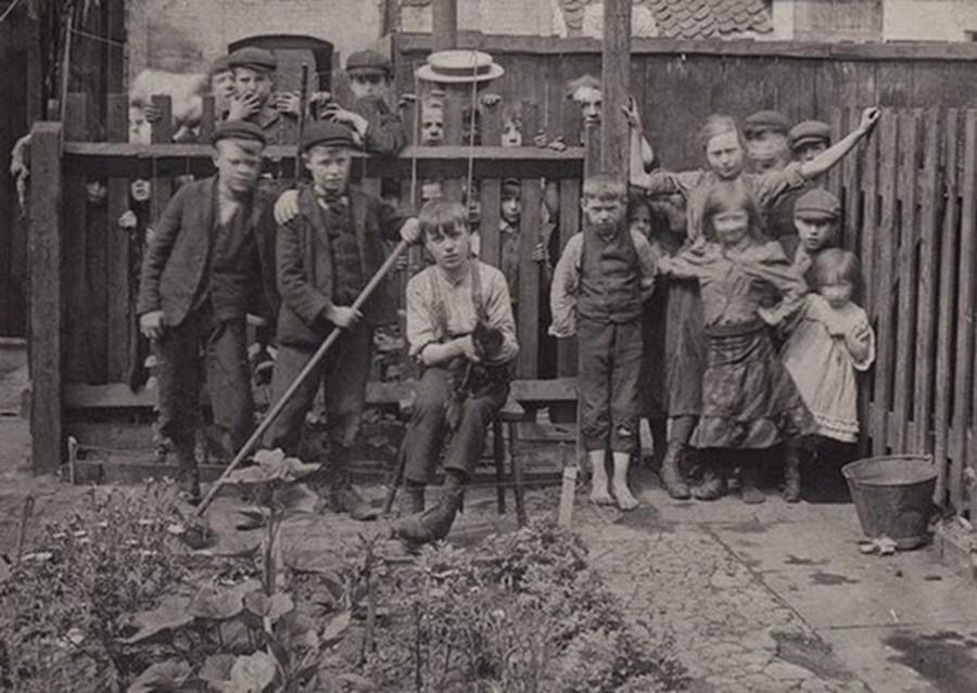 london_street_children_1900s_9.jpg