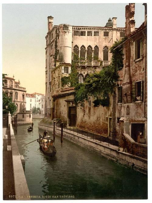 Rio San Trovaso and palace.jpg