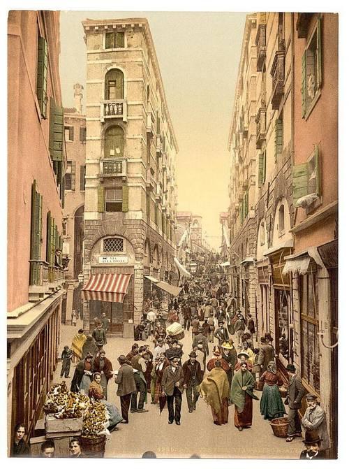 Street near the Rialto.jpg