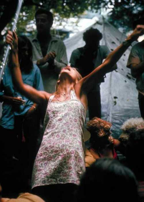 Photos-of-Life-at-Woodstock-1969-35.jpg