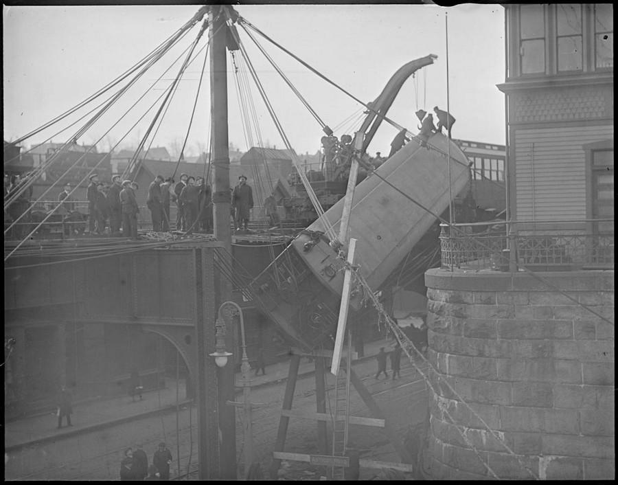 1920 körül. Magasvasúti szerelvény balesete. 2.jpg