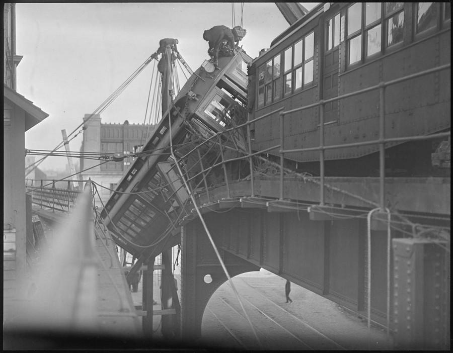 1920 körül. Magasvasúti szerelvény balesete..jpg