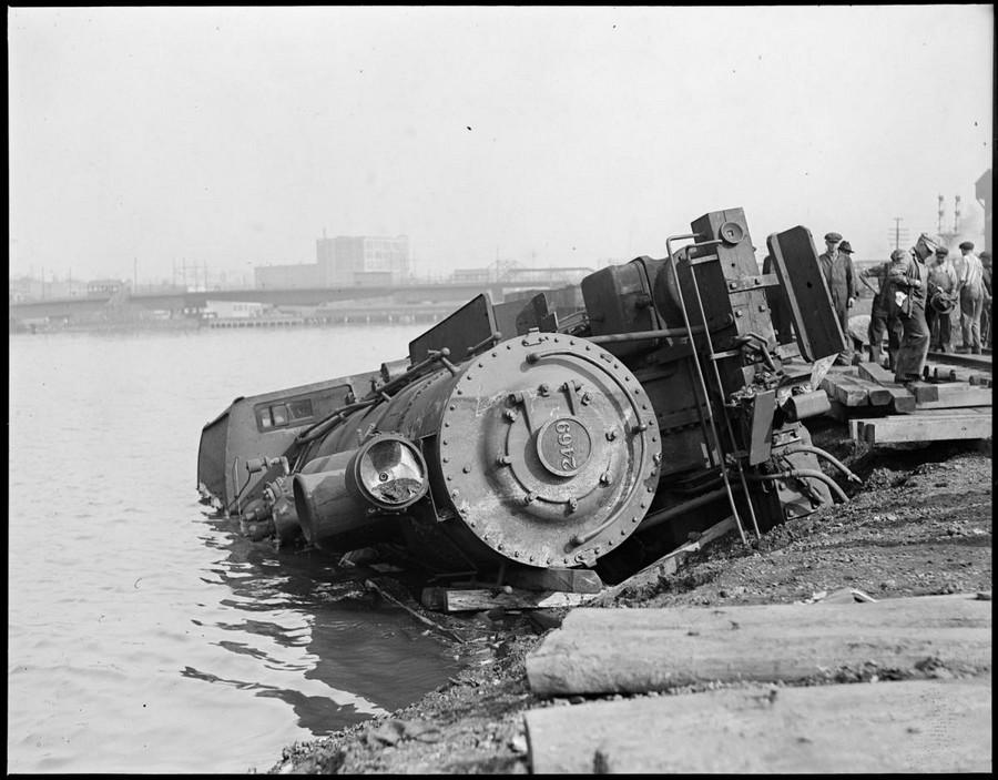 1922. Folyóba zuhant lokomotív Dover, Massachusetts..jpg