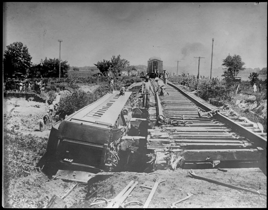 1928. Az Orleans-Kansas City személyvonat balesete Lola-nál. 63-an sérültek meg..jpg