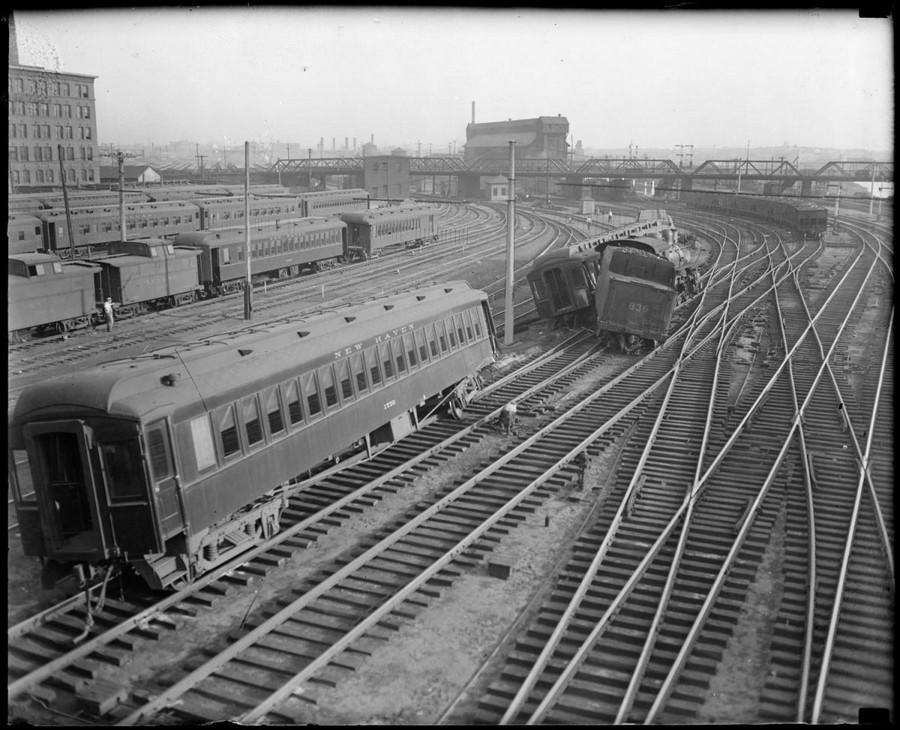 1930. A Bostoni déli pályaudvaron kisiklott szerelvény..jpg
