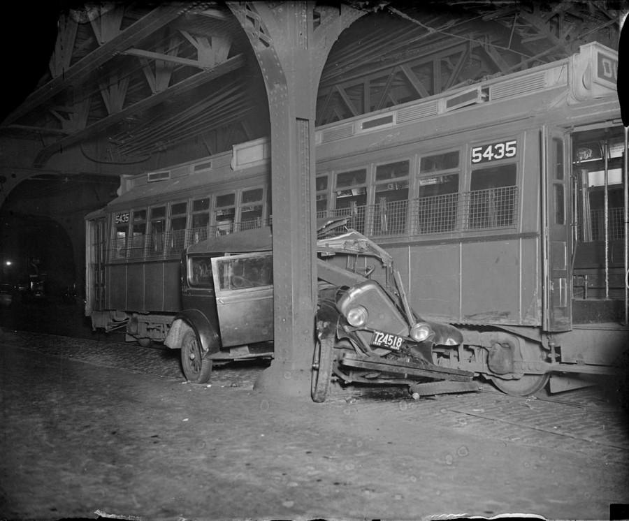 1932. Villamos és autó balesete a North Hampton és a Washington utcák kereszteződésében..jpg