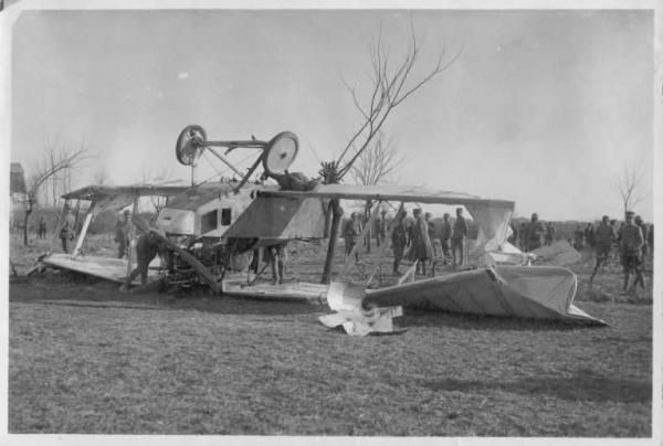 1916. Lezuhant osztrák-magar monarchia repülője Cevedale del Friuli, Olaszország.jpg