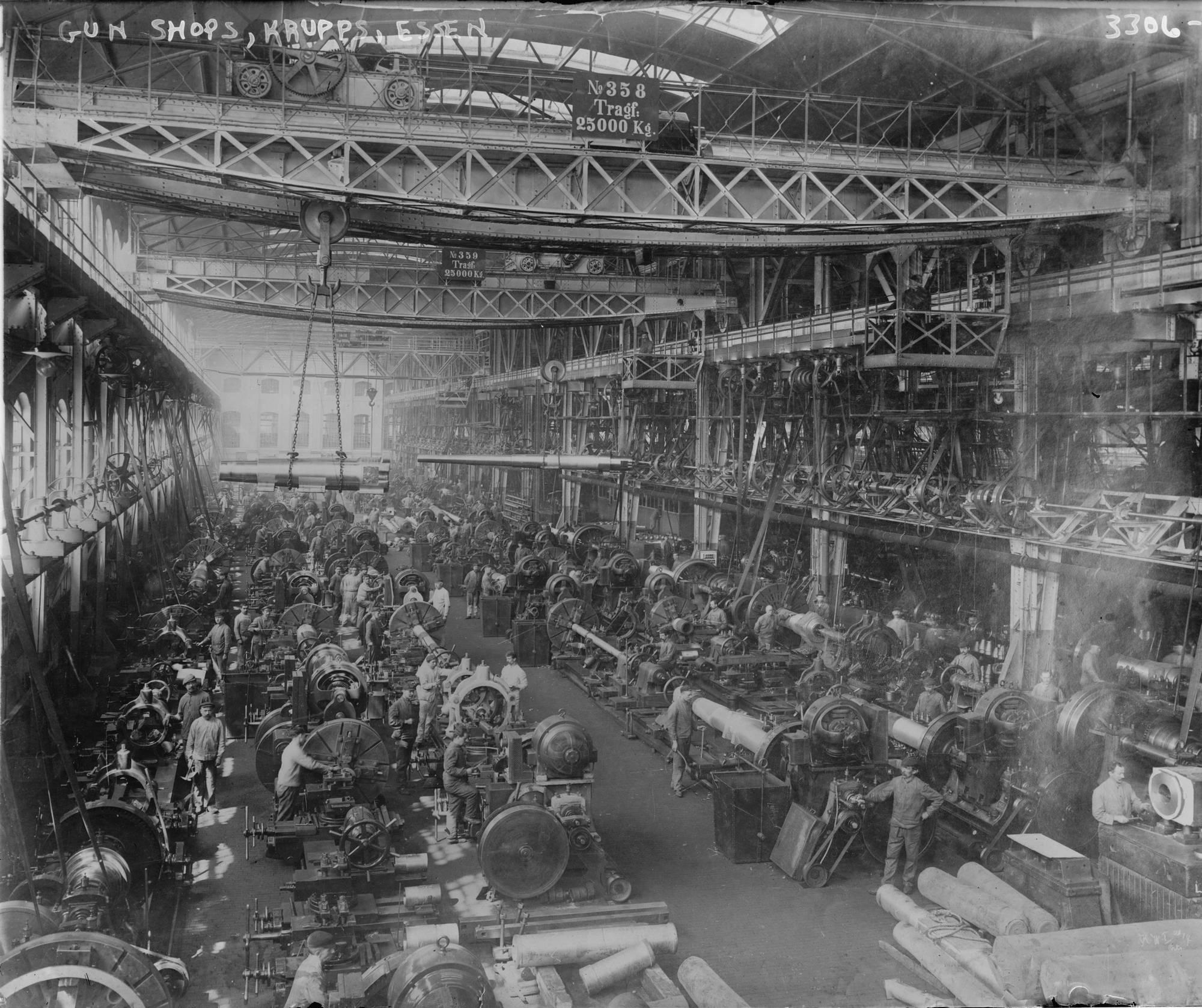 1917. Ágyúalkatrészek gyártása a Krupp Művekben, Essen Németország..jpg